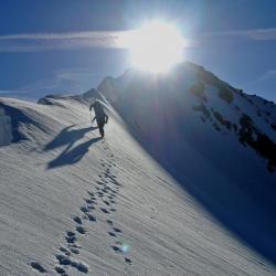 Arrivée matinale au sommet de la Dent Parrachée (3697m)
