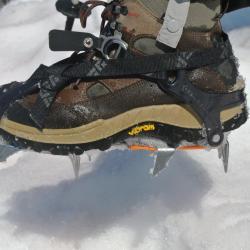 Des crampons qui s'adaptent aux chaussures de randonnée